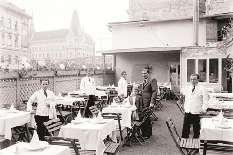 """Expozitie foto la Casino cu """"Restaurante, cafenele si cofetarii in Clujul de altadată"""""""