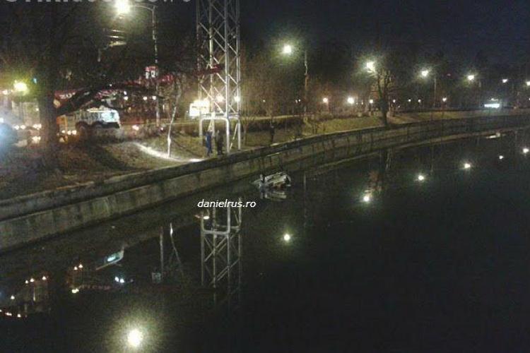 O mașină a căzut în Someș, lângă Sala Sporturilor - VIDEO