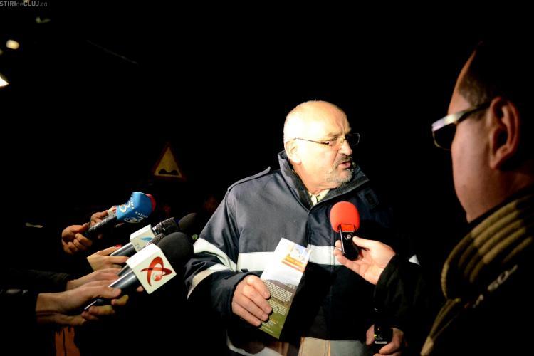 Prefectul Clujului îi căuta pe răniții din accidentul aviatic pe un PLIANT TURISTIC - POZA ZILEI