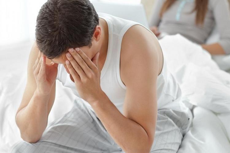 Ce problemă gravă riscă bărbații care nu dorm suficient. Vezi ce spun cercetătorii