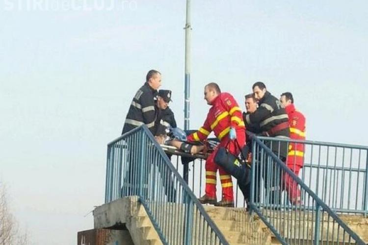 Bărbat căzut în Someș, în Grigorescu. Un pompier a sărit în apa înghețată și l-a scos afară - FOTO / UPDATE