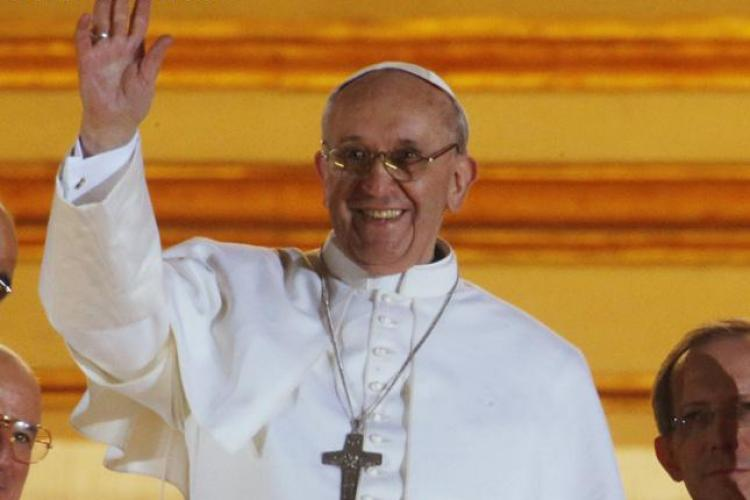 Ponta a fost primit în audiență de Papa Francisc. I-a dus cadou un tricou și o icoană