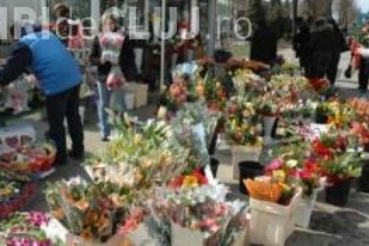 O bătrână de 60 de ani a fost amendată pentru că vindea flori fără acte de proveniență la Cluj
