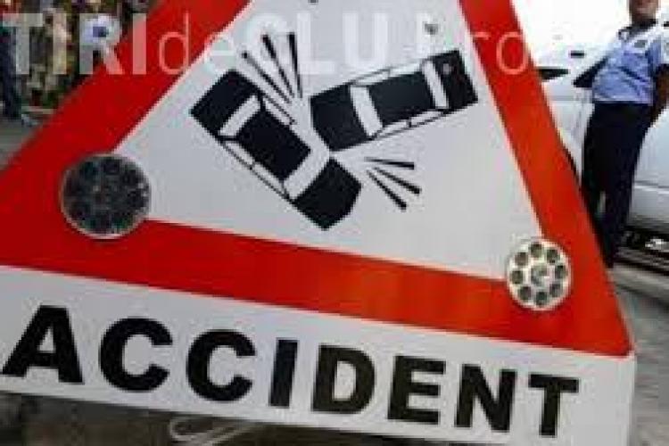 Accident la Apahida! Un șofer de TIR a intrat ILEGAL în depășire și a băgat o mașină în parapet
