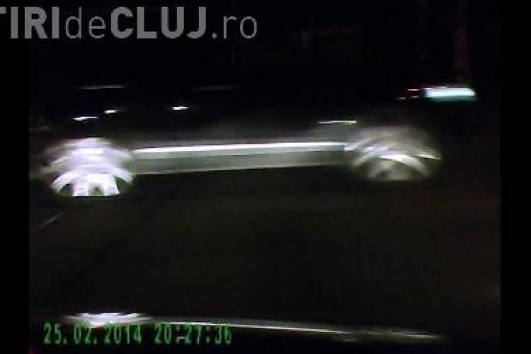I-a ieșit un JEEP în față la intersecția de la Podul Garibaldi. Poliția spune că semafoarele sunt OK - VIDEO