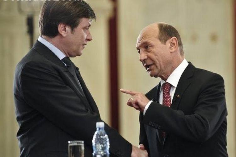 Crin Antonescu a recunoscut că s-a întâlnit la discuții cu Băsescu. Vezi cum a reacționat Ponta