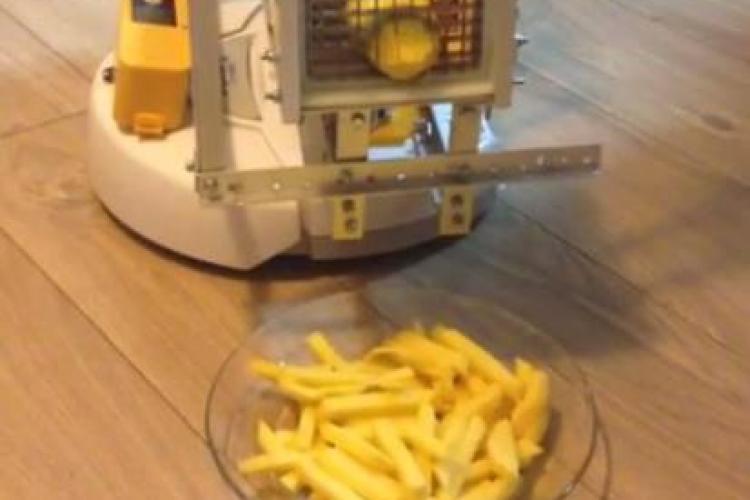 UBBots 2014 - Avem studenți inventivi la UBB Cluj! Au creat robotul ChefBot, care taie cartofi prăjiți - VIDEO