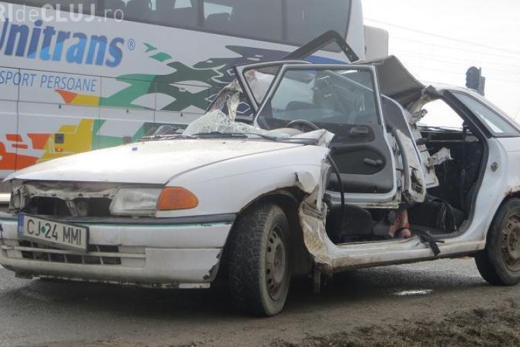 Accident la Jucu! Un șofer grăbit a încercat o depășire și a intrat sub un TIR - FOTO