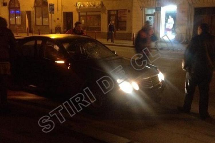 Un Mercedes de la Consulatul Maghiar Cluj a lovit un băiat de 17 ani, în centrul Clujului - FOTO EXCLUSIV