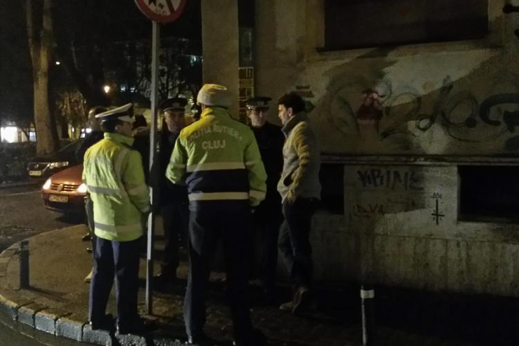 Sofer mort de beat a lovit mai multe mașini în centrul Clujului! Cu TUPEU către poliție: Nu se poate aranja ceva? - VIDEO