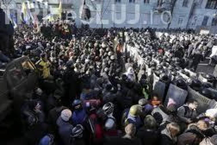 Situație critică la Kiev: Peste 100 de morți și 500 de răniți în timpul protestelor
