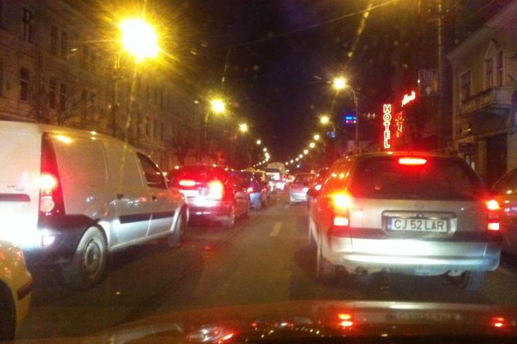 """Calea Dorobanților a fost blocată de """"Dorel"""" care a lucrat la o gură de canal - FOTO"""