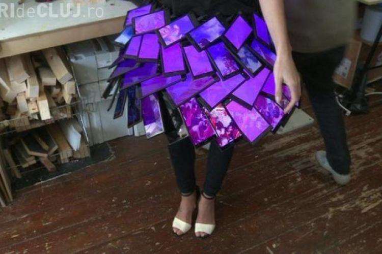 """Prima fustă din smartphone-uri a fost creată. Vezi cum arată fusta """"high tech"""" VIDEO"""