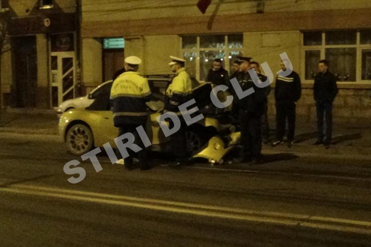 Accident pe Moților! O șoferiță beată a fugit cu un BMW Z4 de Poliție și a lovit un TAXI - VIDEO / UPDATE: Sunt 4 răniți