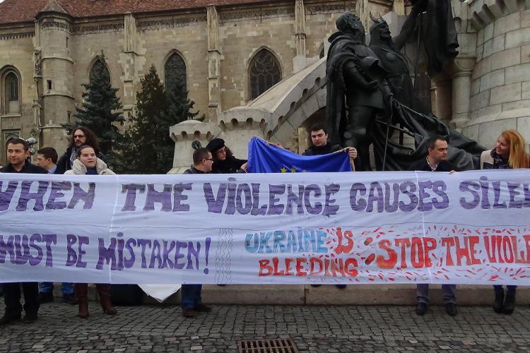 Flash-mob de solidaritate cu Ucraina organizat în Piața Unirii de TSD Cluj - VIDEO