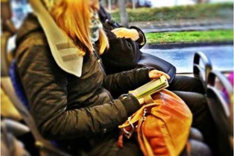 Clujenii care citesc în autobuz să circule GRATIS? Ce spune Emil Boc