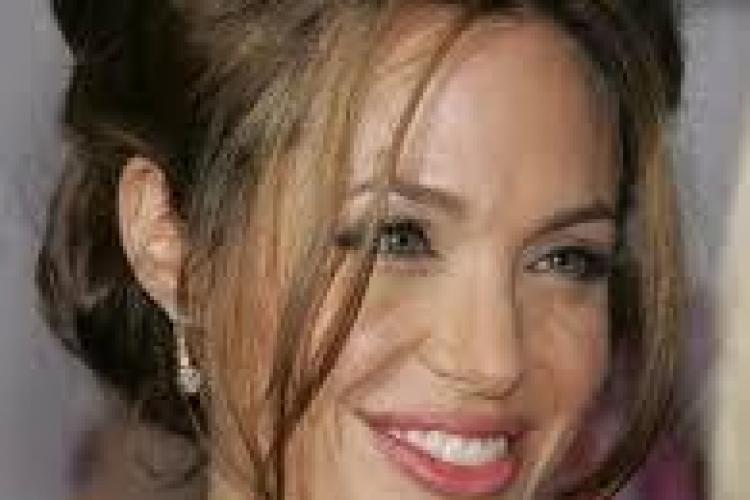 Angelina Jolie și-a băgat fiul în sperieți. Vezi cum a apărut cea mai frumoasă femeie din lume în fața copiilor