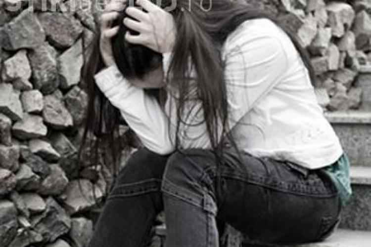 O elevă de la Coșbuc a pozat goală pe Facebook. A fost ȘANTAJATĂ?