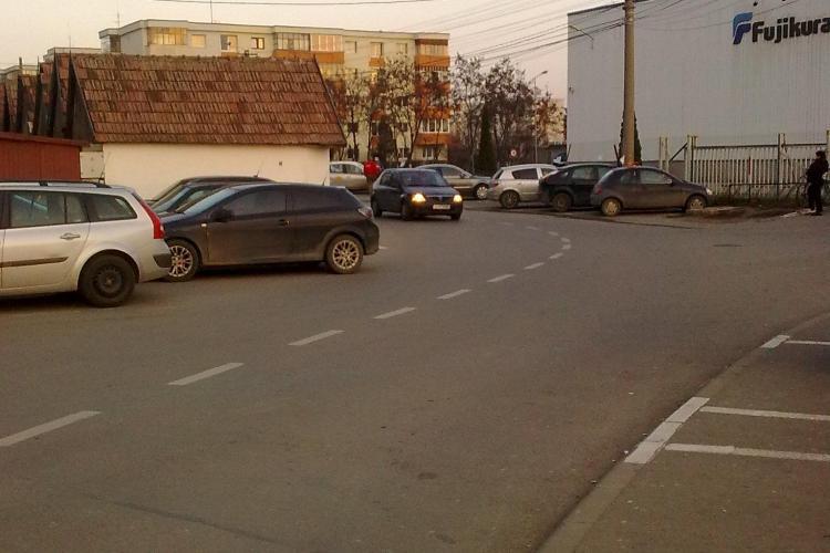 Parcări în lanț PE STRADĂ în Mărăști: Ocupă toată banda FOTO