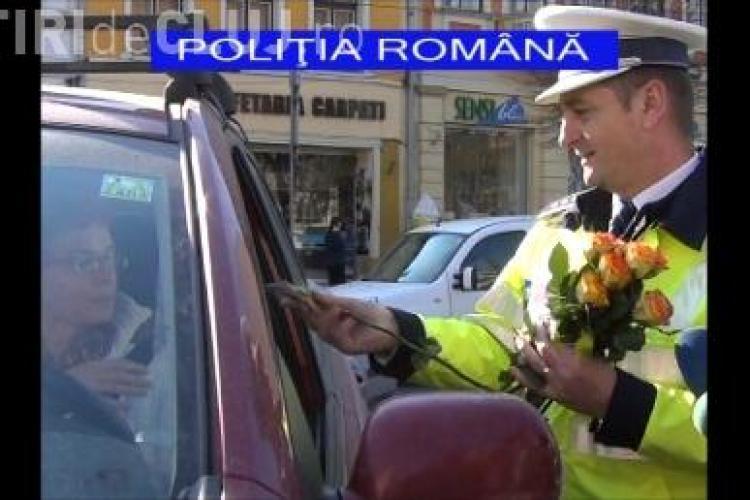 Șoferițele clujence au primit mărțișoare din partea polițiștilor VIDEO