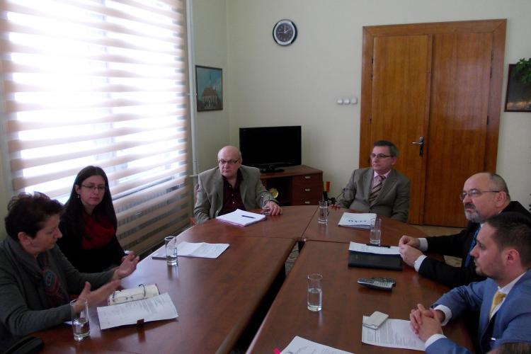 """Prefectul Clujului rezolvă criza de la Sticla Turda cu un """"sinoptic"""""""