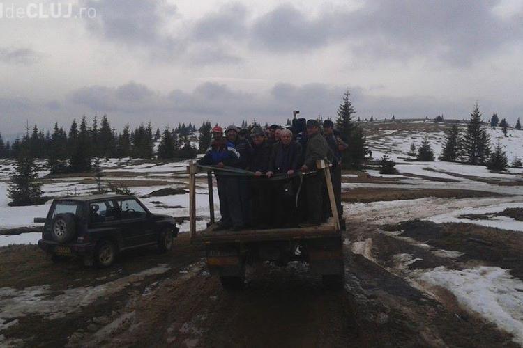 La parastasul lui Adrian Iovan localnicii au făcut bani din transportul participanților