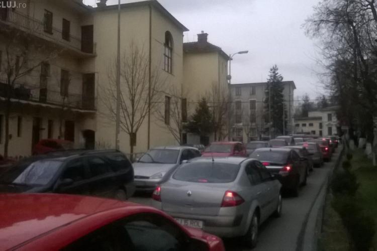Haos la parkingul Primăriei Cluj-Napoca. Parcarea a fost blocată peste 50 de minute FOTO