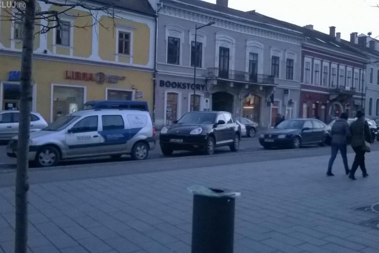 Senatorul Alin Tișe și-a parcat SUV -ul Porsche jumătate pe stradă - FOTO