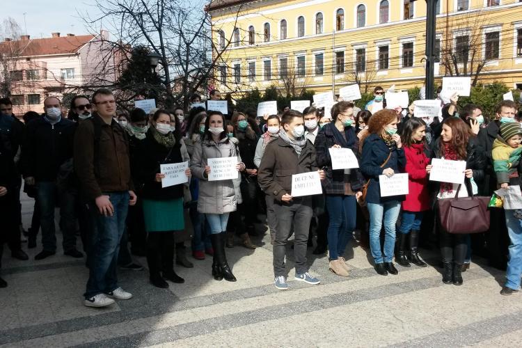 """Medicii rezidenți din Cluj au ieșit  în stradă: O să ajungem să se facă medicină """"made in China"""" FOTO"""