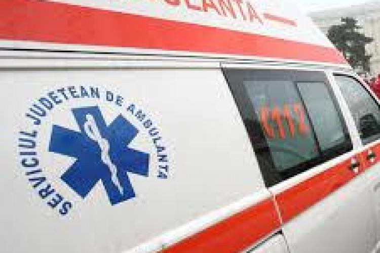O fetiță de 8 ani rănită grav de un autoturism într-o localitate clujeană
