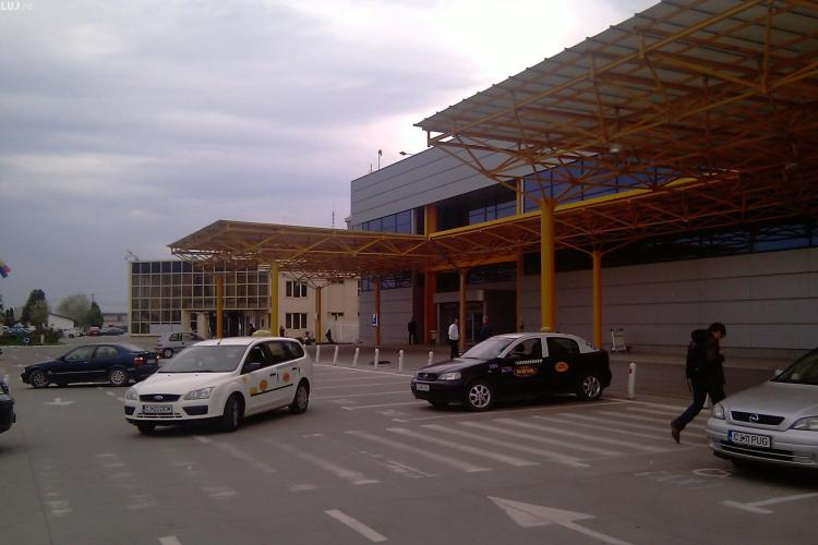 Taximetriști fără atestat prinși de Poliție la Aeroportul Internațional Cluj-Napoca