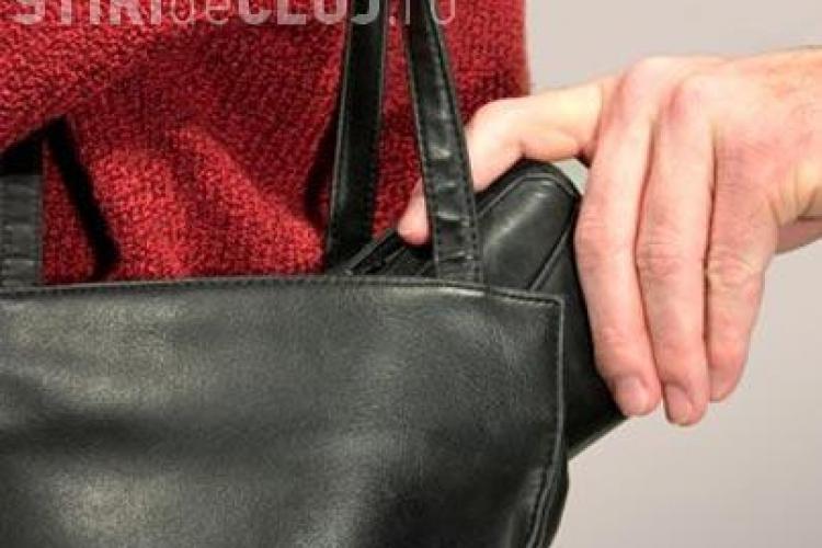 Clujean prins de polițiști după ce a furat geanta unei eleve de 12 ani de la o petrecere