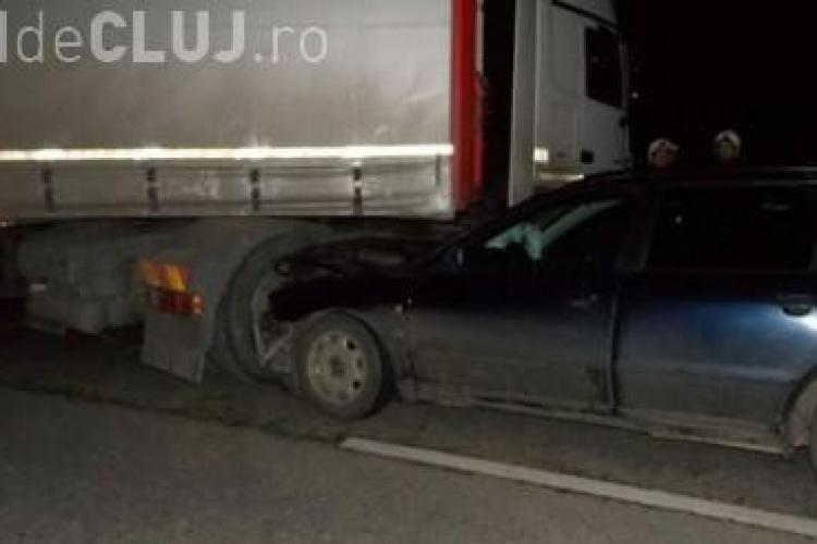 Accident la Dej! Un șofer se grăbea să ajungă la Aeroport, dar a intrat într-un TIR VIDEO