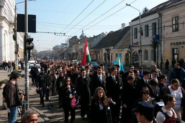 Marș de Ziua Maghiarilor de Pretutindeni la Cluj. Au venit persoane cu steaguri cu Ungaria Mare și Ținutul secuiesc FOTO