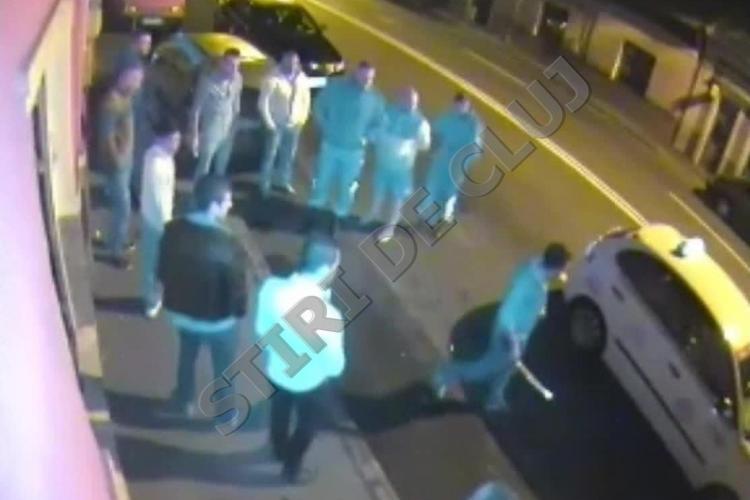 Scandal în față la Clubul Nox, pe strada București! Un tânăr a fost lovit de o mașină și a ieșit mare TĂRĂBOI - EXCLUSIV