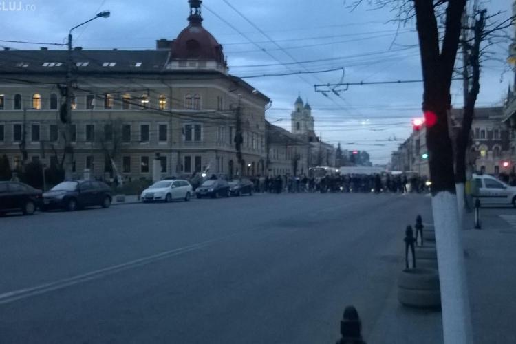Suporterii U Cluj au blocat traficul în oraș. Marș spre GRUIA - VIDEO