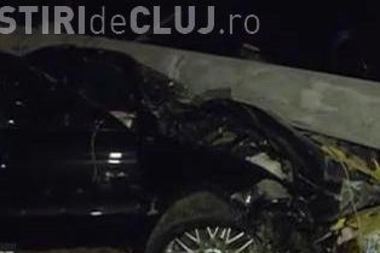 Stâlp prăbușit în Zorilor, pe strada Ciprian Porumbescu