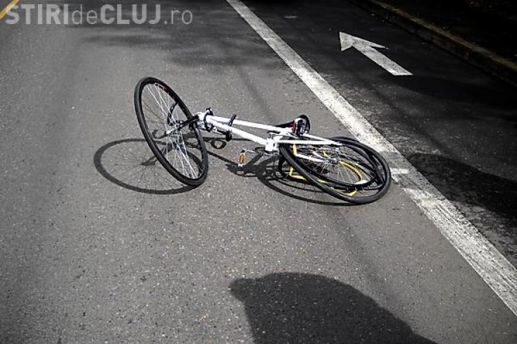 Elev clujean lovit de mașină în timp ce se plimba cu bicicleta. Nu a oferit prioritate șoferului