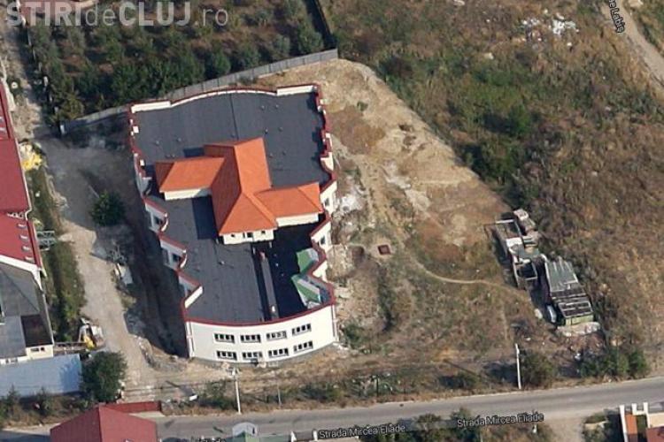 La Cluj a fost construită o casă pe un bloc - FOTO