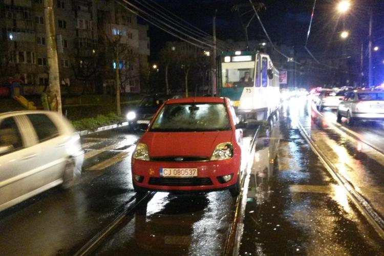 Accident pe strada Plopilor, din Mănăștur! Un bărbat a fost lovit pe trecerea de pietoni - FOTO