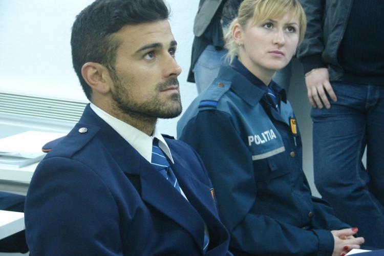 Cadu e prezentabil în uniforma de polițist - FOTO