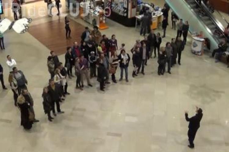 Flashmob la Iulius Mall Cluj! Artiștii de la Opera Maghiară au ÎNCÂNTAT - VIDEO