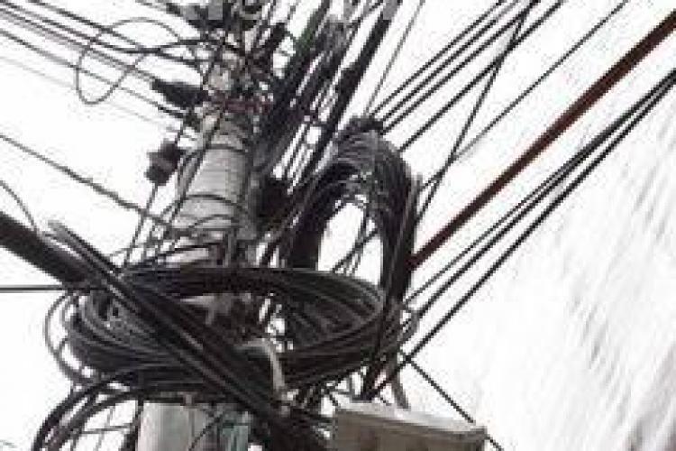 Un clujean a fost prins la furat de cablu telefonic în centrul Clujului