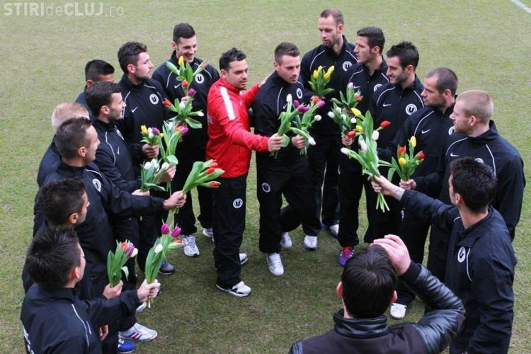 Universitatea Cluj le oferă flori doamnelor și promit performanță