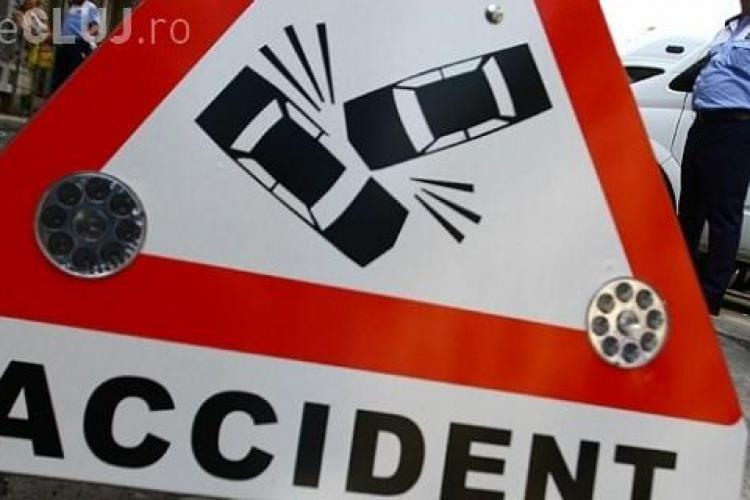 Clujean RUPT DE BEAT s-a răsturnat cu mașina în șanț