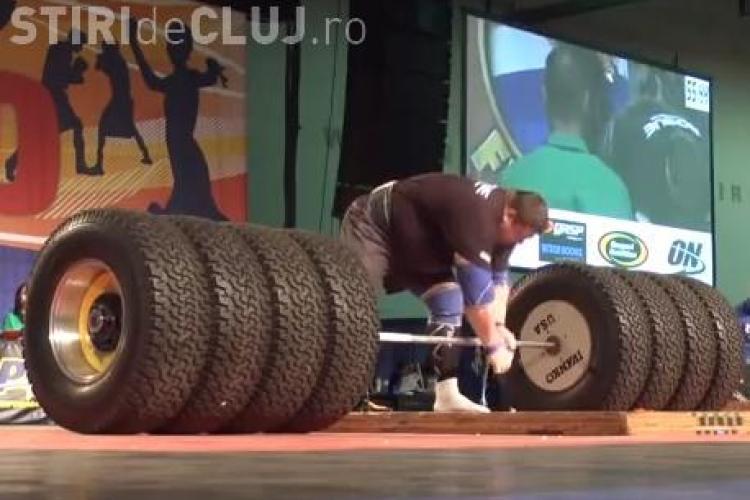CLIPUL ZILEI: Cel mai puternic bărbat din lume ridică peste o jumătate de tonă VIDEO