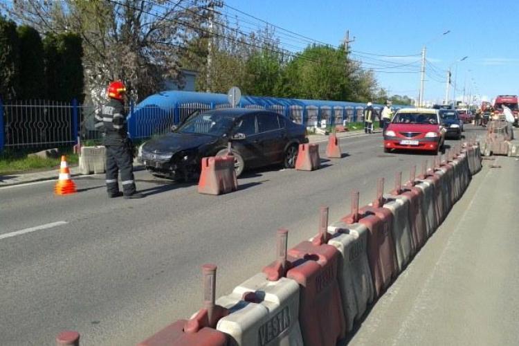 Accident la Polus! Patru mașini și o motocicletă au lovit balizele de pe drum