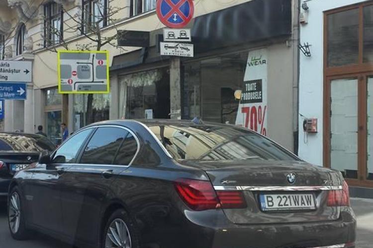Șmecherii de București parchează pe stradă, lângă Libraria Universității - FOTO