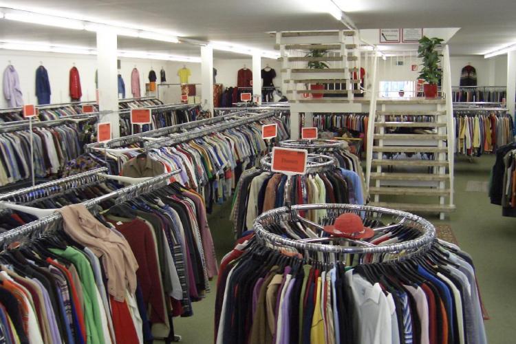 Bărbat prins la furat de haine în Polus
