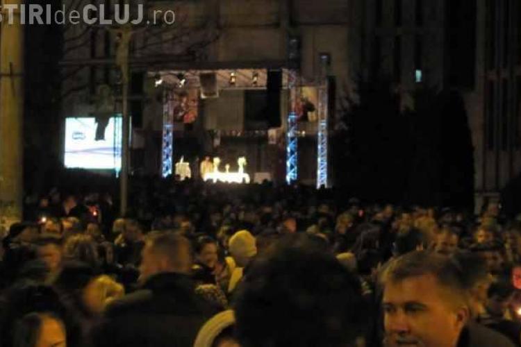 Învierea transmisă pe un ecran URIAȘ în Mănăștur, pe strada Primăverii - FOTO